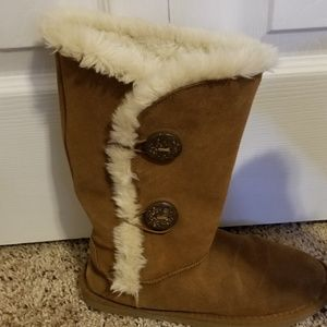Tan furry winter boots